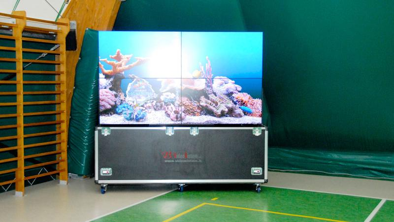 VIDEOWALL CON FLIGHT CASE MOTORIZZATO